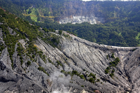 A ridge separating Kawah Ratu and Kawah Upas