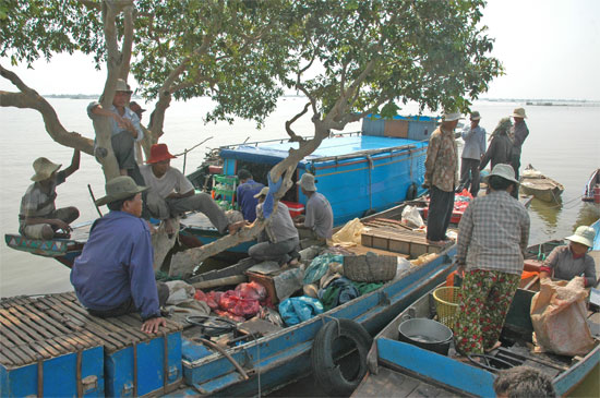 Fishing hangout off Kompong Khleang.