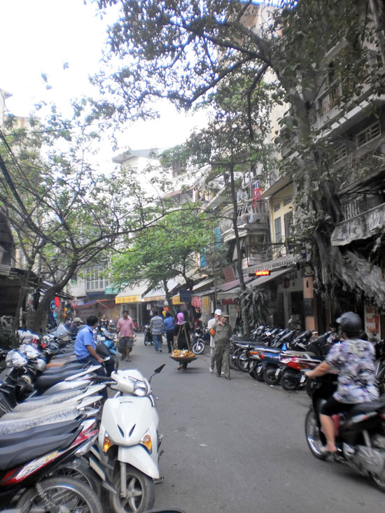 Motorbikes and narrow streets - Hanoi in a nutshell.