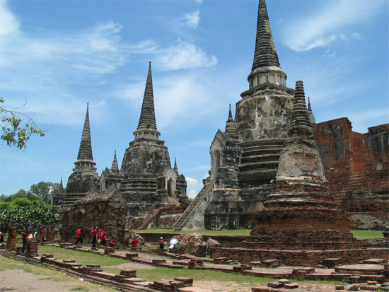 Chedis reach for the sky in Ayutthaya.