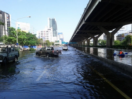 View North from Bang Sue Canal on Vipihadi Rd