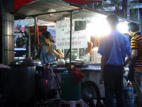 Rangnam street carts: paradise by a naked-bulb light.