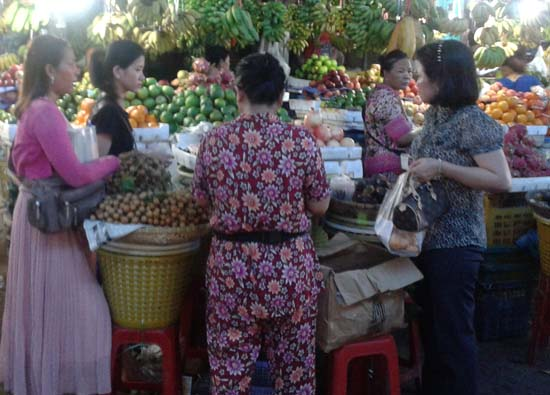 fruit vendor in psar leu, sihanoukville cambodia