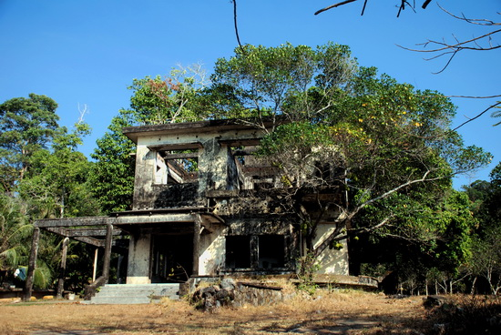 One of the still numerous ruined villas along the Kep waterfront.