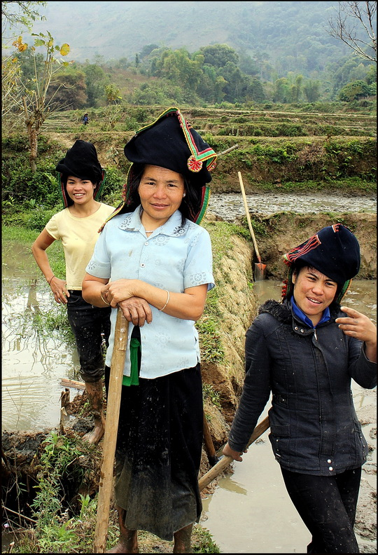 Black Tai girls near Dien Bien Phu
