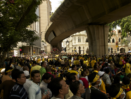 http://travelfish-sg.s3.amazonaws.com/blogs/kualalumpur/wp-content/uploads/2012/04/Bersih-crowd-2.jpg