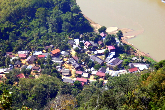 The small cluster of guesthouses on the eastern side of the Nam Ou in Nong Kiaow