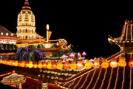 New Year lights at the Kek Lok Si Temple (photo courtesy of Penang Global Tourism).