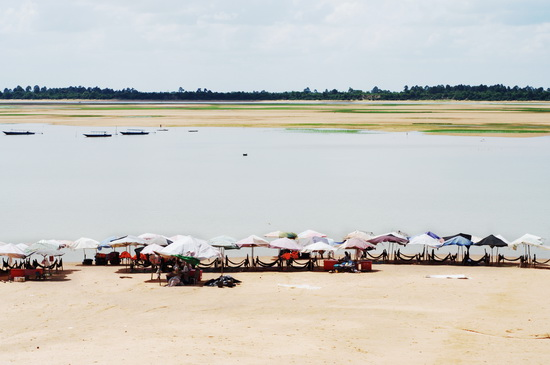 Low tide: dry season at the baray