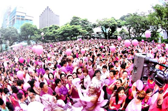 Pink &amp; proud! (image courtesy Pinkdot.sg)