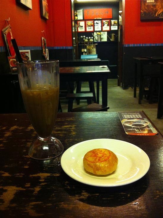 Coffee and a biscuit, Singapore-style.