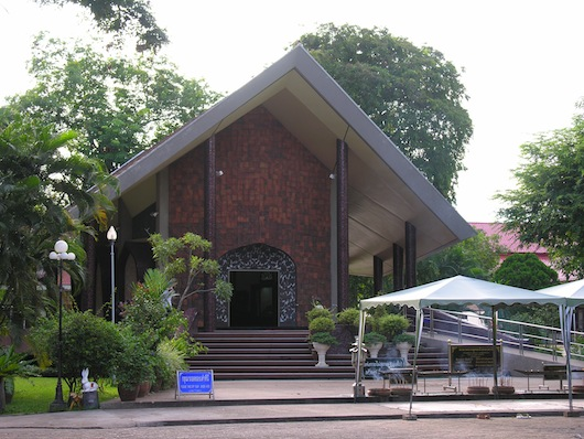 The Ajahn Mun museum and shrine as seen from outside.