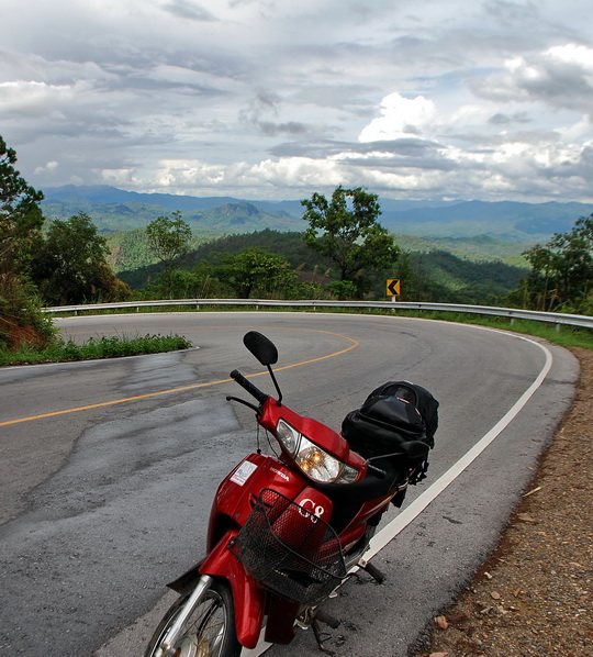 Actually taken near Pai but the road's same same