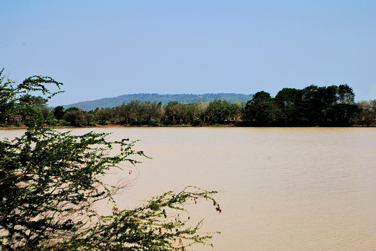 Muan Tam, the baray or reservoir