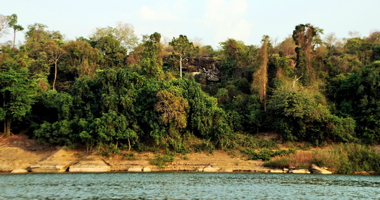 Riverbank between Pha Taem and Khong Chiam