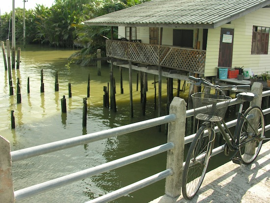 A scene from the pier near Bang Nam Phueng Homestay.