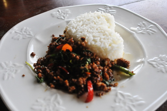 Pat krapao mo - mince pork with chillies and basil