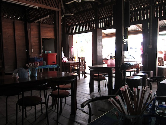 An atmospheric Kamphaeng Phet noodle shop.