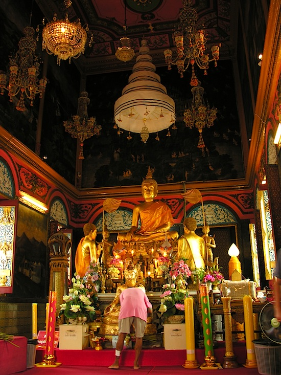Inside the ordination hall at Wat Poramaiwikawas.