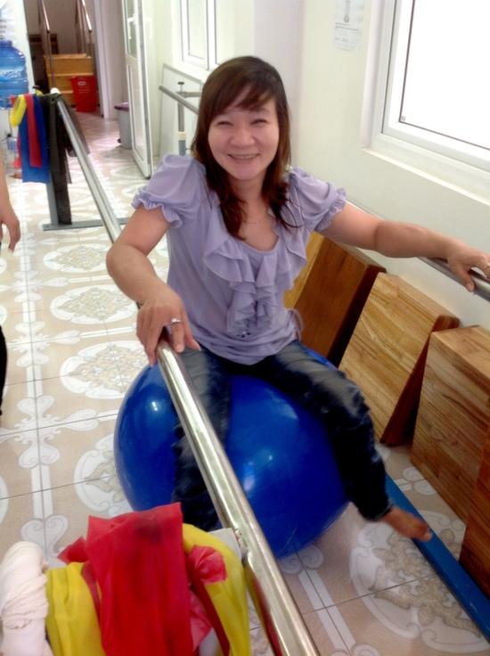 Nhung at Lifestarts free disability center
